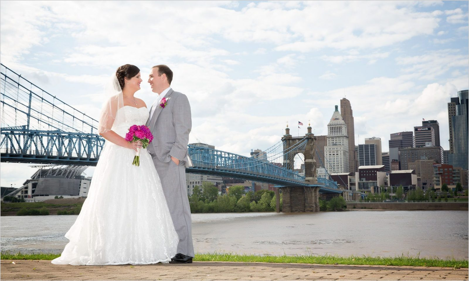 Cincinnati wedding photographers Roebling Bridge wedding pictures