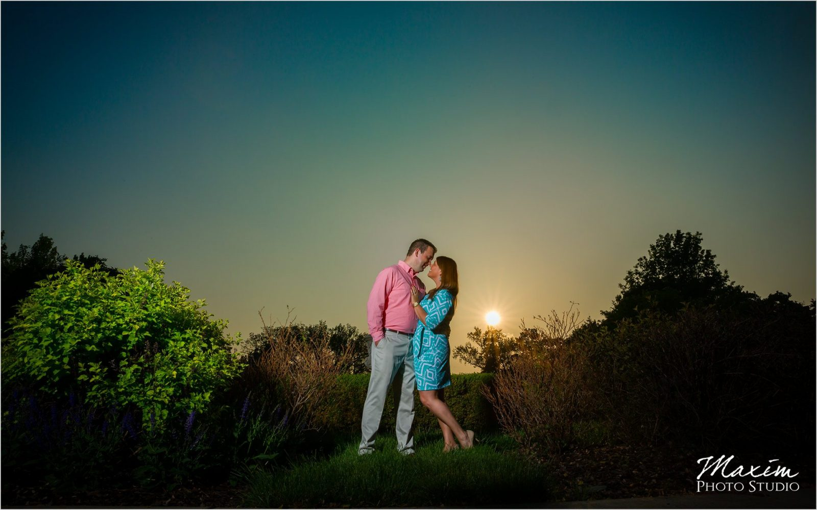 Cincinnati Wedding Photographers Ault Park Engagement pictures with off camera flash