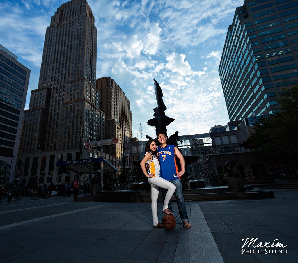 Fountain Square Cincinnati Engagement Pictures